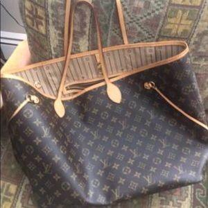 Handbags - Louis Vuitton tote bag
